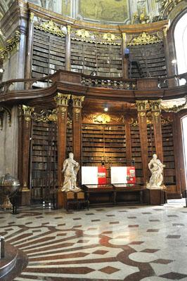 Grundstock der heutigen ÖNB-Sammlungsbestände waren die zum Teil äußerst wertvollen Sammlungen der Habsburger.