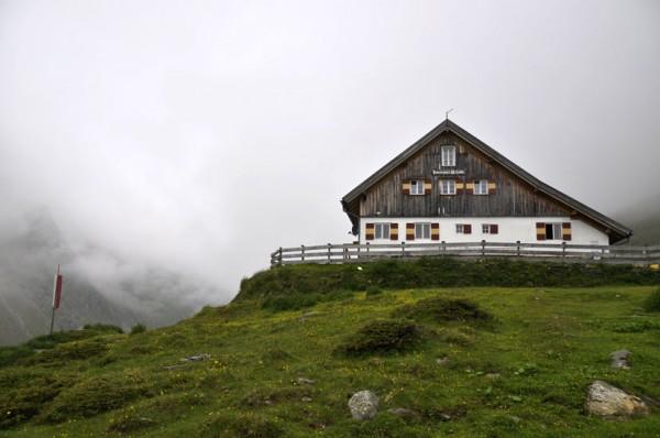 Potsdamer Hütte (2020 m)  im Fotschertal (© Gurschler)