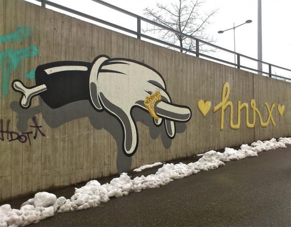 HNRX Graffiti Knochen Hand Ring ©susannegurschler