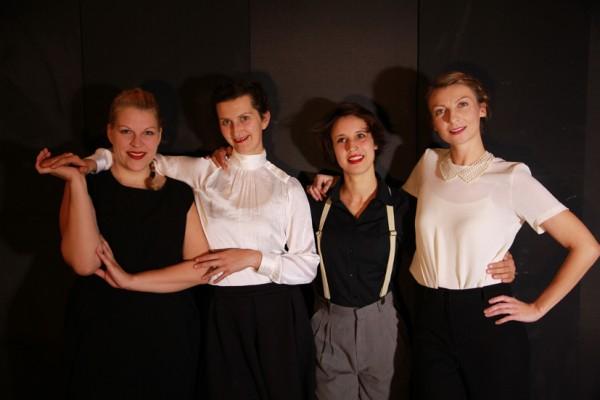 Ayla Antheunisse, Katarina Csanyiova, Lisa Weiss und Julia Kronenberg; Foto: ©transit
