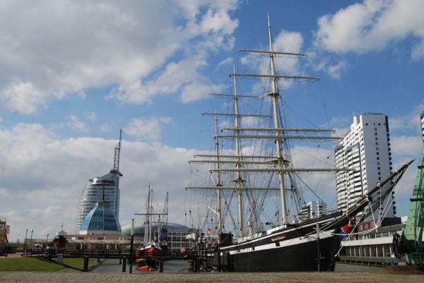 """Die Seute Deern ist Teil der historischen Flotte, die im """"Museumshafen"""" vor dem Deutschen Schiffahrtsmuseum ankert. Foto: © DSM SeuteDeern"""