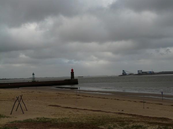 Der Strand mitten in der City ist auch bei Schmuddelwetter einen Besuch wert. Foto: © Doerte Behrmann