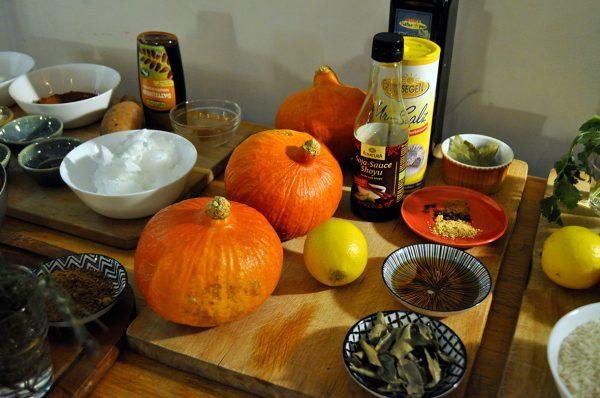 Zutaten für den Schmor-Kürbis aus dem Ofen